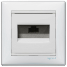 Розетка компьютерная 1xRJ45 кат.5e Valena 774238 белая